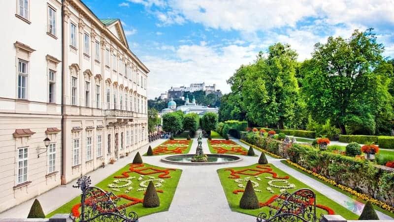 Mirabell sarayı Salzburg gezilecek yerler