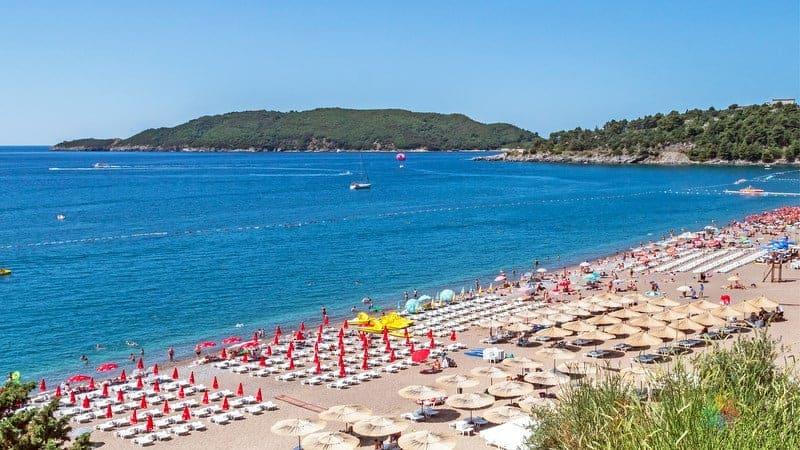 Budva'da nerede kalınır Becici plajı