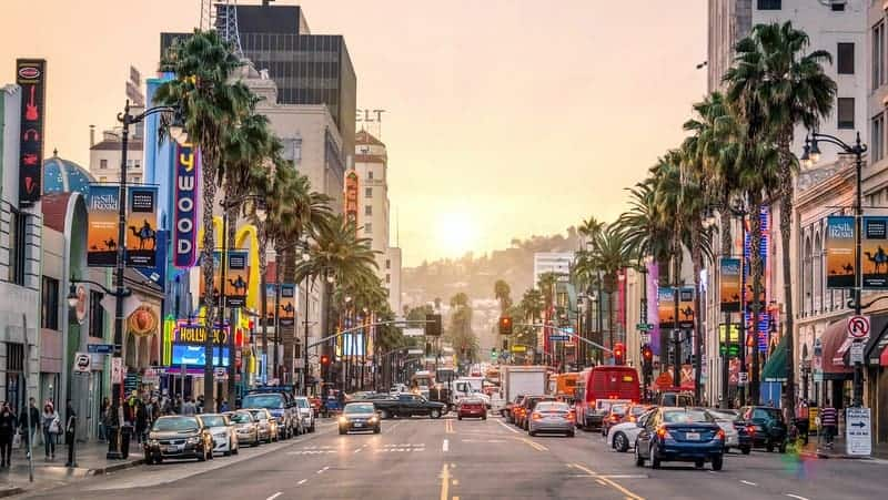 Hollywood los angeles'ta nerede kalınır