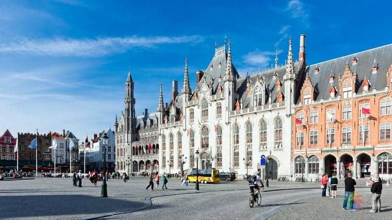 brugge gezilecek yerler Bruges City Hall