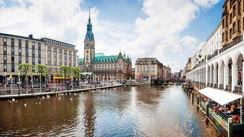 Altstadt Hamburg'da nerede kalmalı