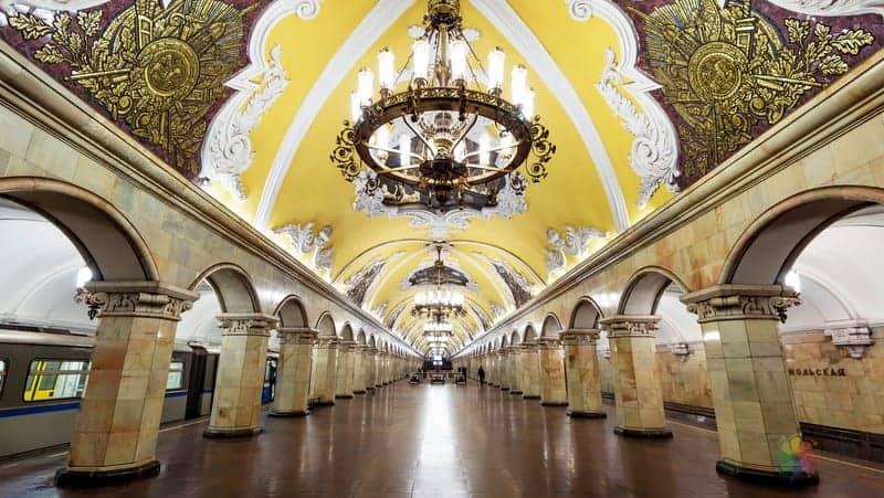 moskova gezilecek yerler moskova metrosu sanatsal duraklar