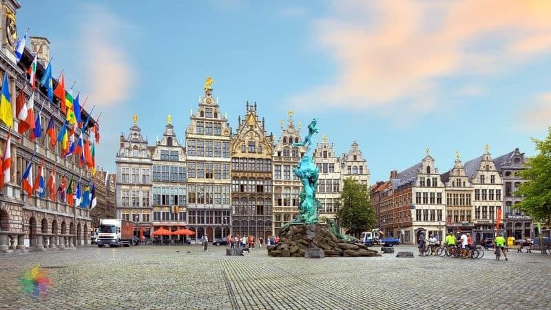 antwerp gezilecek yerler Antwerp Belediye Binası / Eski Pazar Meydanı