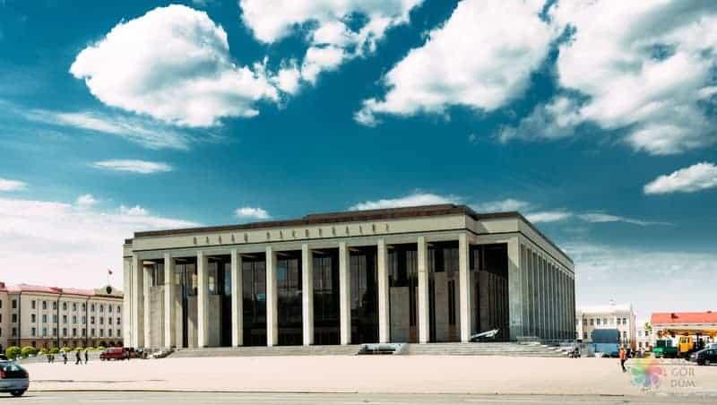 Oktyabrskaya Square minsk gezilecek yerler