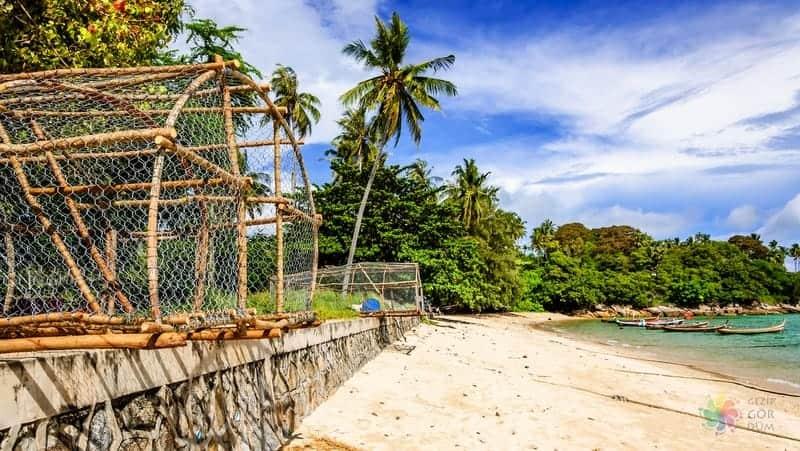 Phuket konaklama Surin Beach otelleri