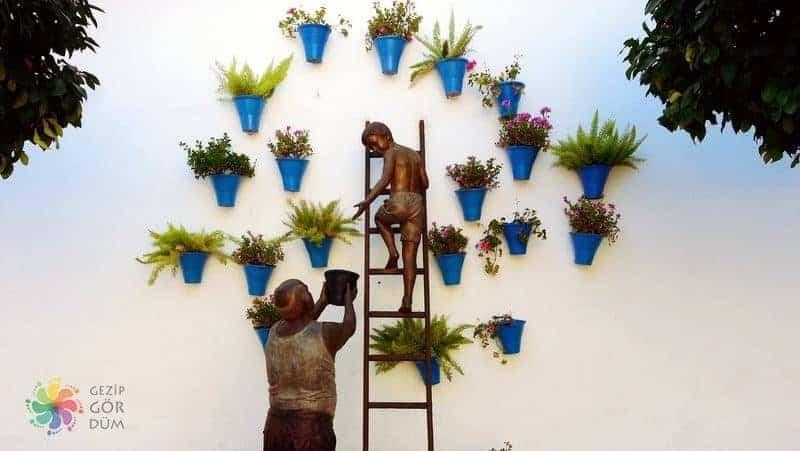 Cordoba gezilecek yerler Calle de las Flores