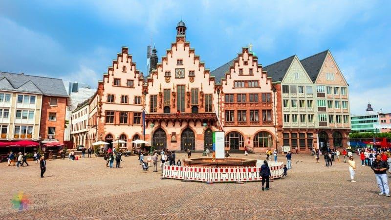 Altstadt Frankfurt'ta nerede kalınır