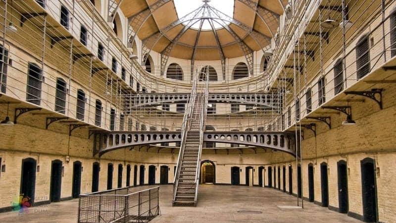 Kilmainham Gaol Dublin'de gezilecek yerler