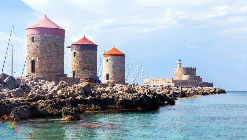 Mandraki Limanı Yel Değirmenleri Rodos gezilecek yerler
