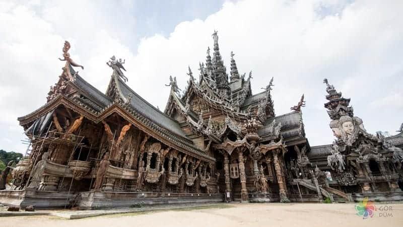 Prasat Satchatham Pattaya'da görülmesi gereken yerler