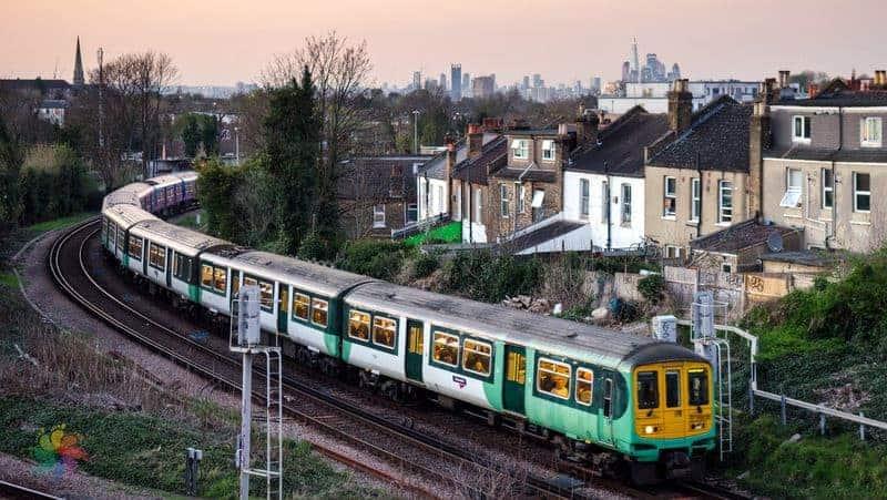 Londra şehir içi ulaşım tren
