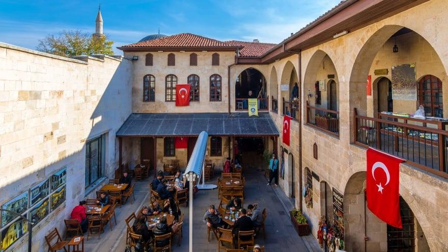 Tarihi Gümrük Han Gaziantep gezilecek yerler