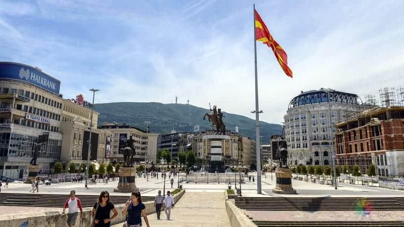 Üsküp'te konaklama Makedonya Meydanı