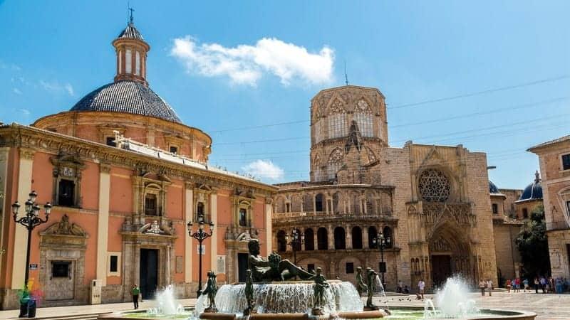 Plaza de la Virgen Valencia'da gezilecek yerler