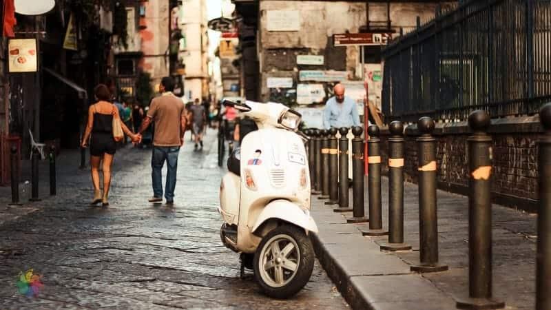Napoli'de konaklama ulaşım araçları