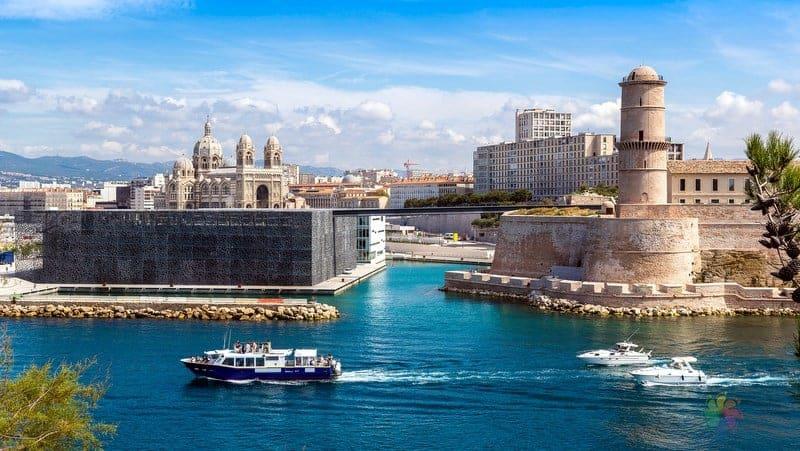 Fort Saint Jean ve Fort Saint Nicolas Marsilya gezilecek yerler