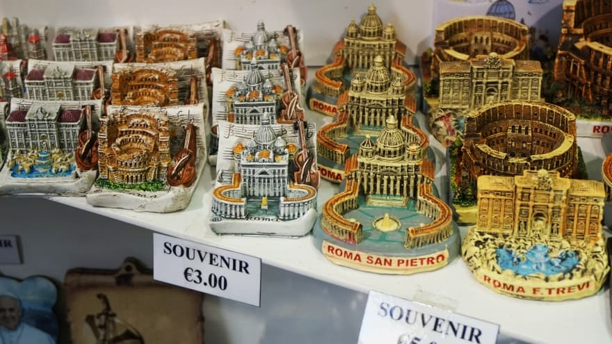 Roma'dan ne alınır? Magnet, kartpostal, biblo