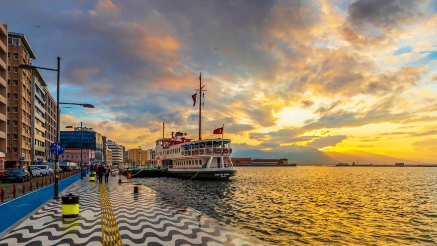 İzmir gezilecek yerler Kordon Boyu
