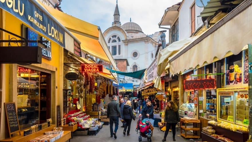 Tarihi KemeraltI Çarşısı İzmir'de gezip görülecek yerler