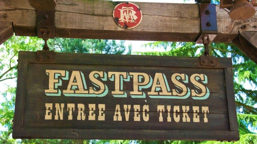 Disneyland Paris Fastpass bilet nedir