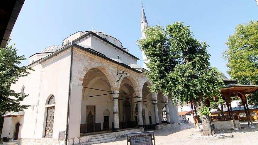 Gazi Hüsrev Bey Camii Saraybosna'da ne yapılır?