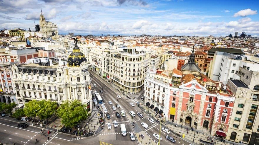 Madrid'de ne yapılır? Gran Via Caddesi