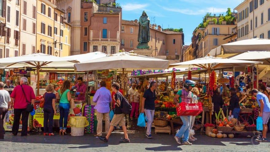 Campo de Fiori sokak pazarı Roma'da ne yapılır