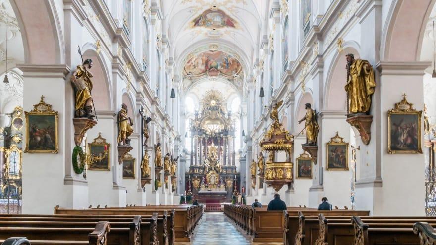 St Peter Münih'te ne yapılır?