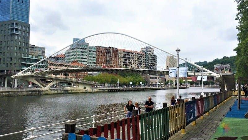 Puente Zubizuri Bilbao'da görülmesi gereken yerler