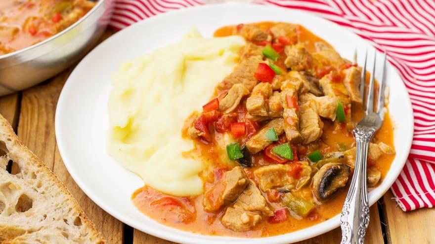 Yöresel Macar Budapeşte yemekleri Porkolt